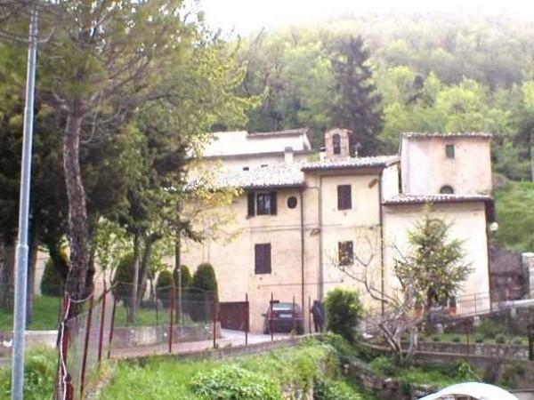 Rustico/Casale in vendita a Foligno, Con giardino, 750 mq