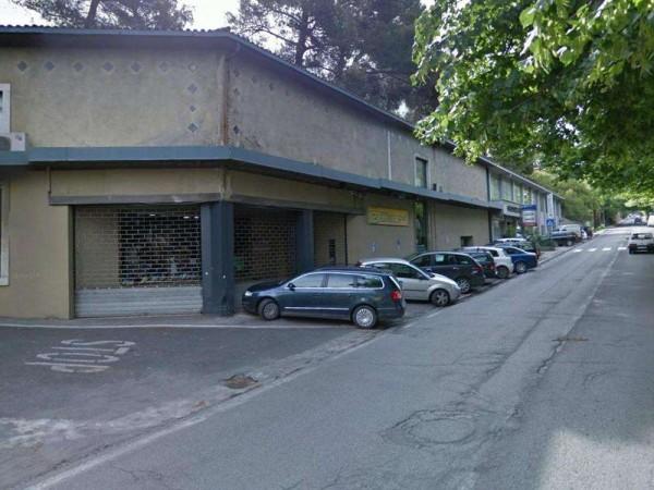 Negozio in affitto a Perugia, Via Xx Settembre, 700 mq