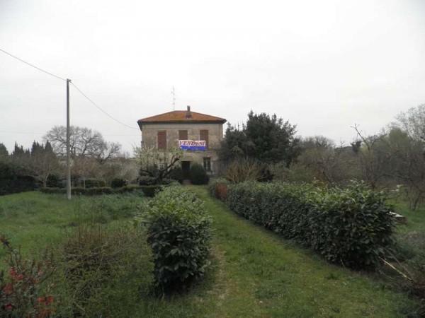 Locale Commerciale  in vendita a Marsciano, Con giardino, 150 mq