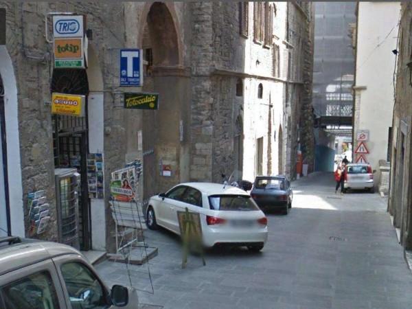 Negozio in affitto a Perugia, Centro Storico, 50 mq