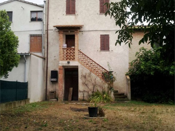 Casa indipendente in vendita a Deruta, Santangelo Di Celle, Con giardino, 130 mq - Foto 1