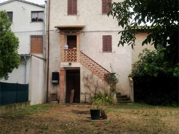 Casa indipendente in vendita a Deruta, Santangelo Di Celle, Con giardino, 130 mq