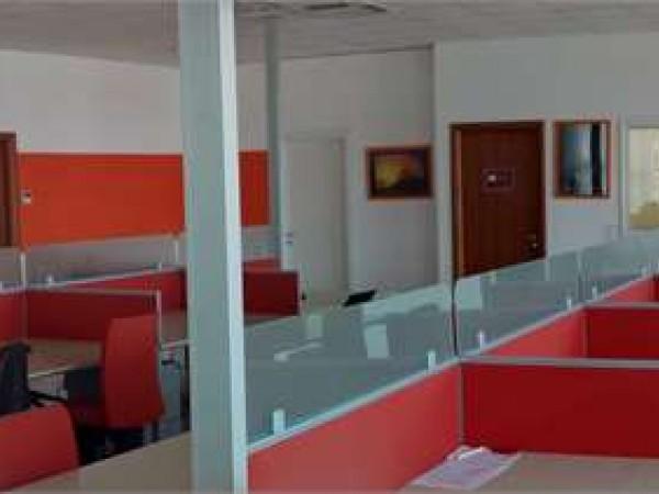 Ufficio in affitto a Corciano, Ellera, 200 mq