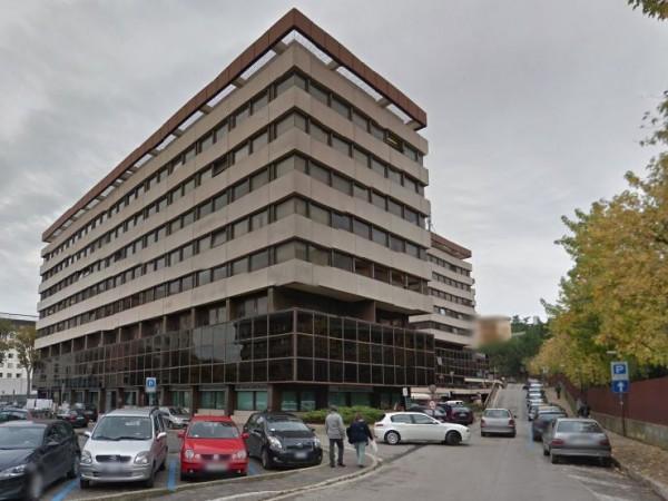 Ufficio in vendita a Perugia, Fontivegge, 110 mq