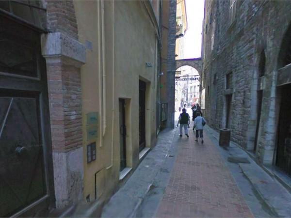 Negozio in affitto a Perugia, Centro Storico Di Pregio, 35 mq