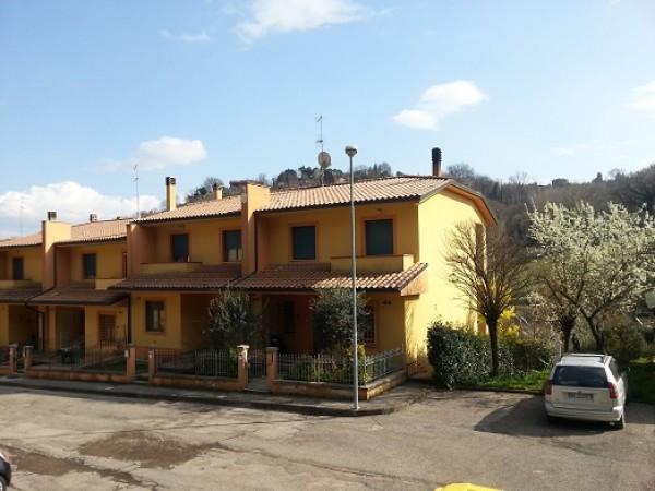 Villetta a schiera in vendita a Perugia, Pretola, 150 mq