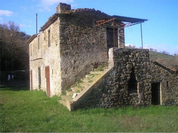 Rustico/Casale in vendita a Bettona, Passaggio, Con giardino, 120 mq