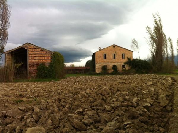 Rustico/Casale in vendita a Foligno, Con giardino, 242 mq
