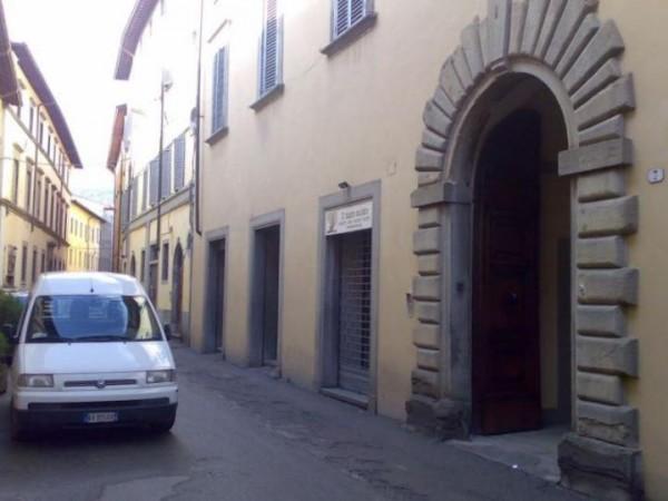 Negozio in affitto a Città di Castello, Centro Storico, 64 mq