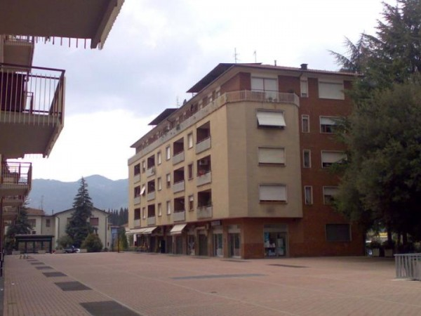 Negozio in vendita a Città di Castello, La Tina, 31 mq