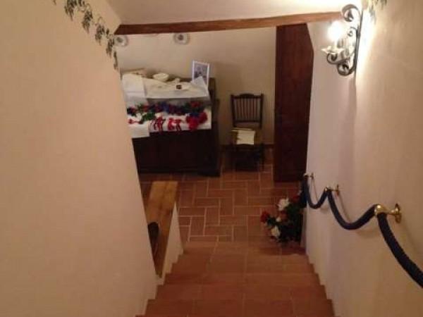 Rustico casale in vendita a todi con giardino 480 mq for Rustico un telaio cabina