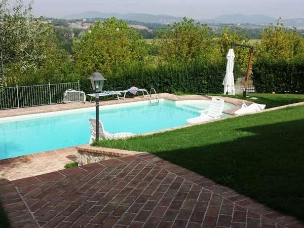 Villa in vendita a perugia san martino in colle con for Giardino 90 mq