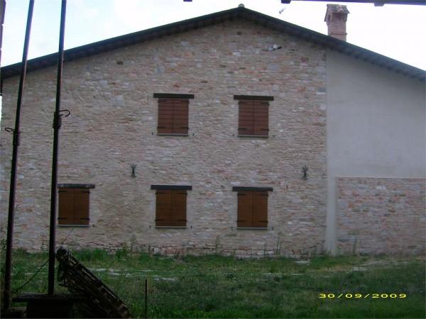 Rustico casale in vendita a gualdo tadino con giardino for Giardino 15 mq