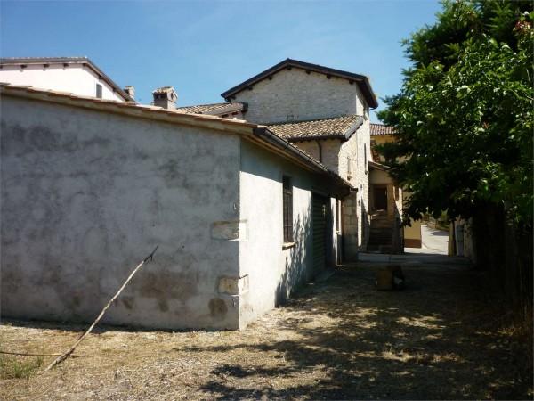 Casa indipendente in vendita a nocera umbra con giardino for Giardino 80 mq