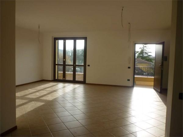 Appartamento in vendita a Gualdo Tadino, Con giardino, 106 mq