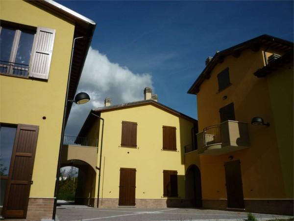 Appartamento in vendita a Gualdo Tadino, Con giardino, 75 mq
