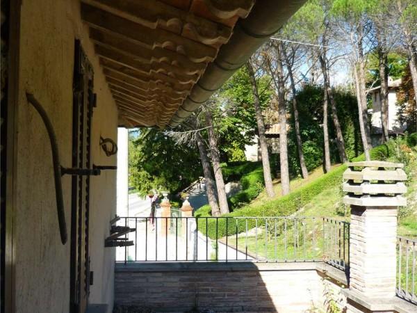 Rustico/Casale in vendita a Gubbio, Con giardino, 250 mq