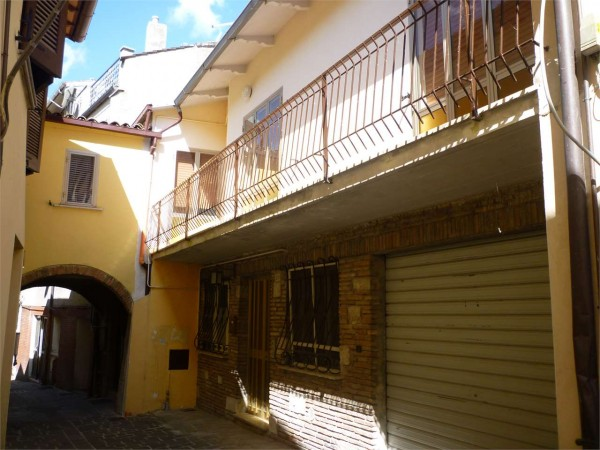 Appartamento in vendita a Gualdo Tadino, 172 mq