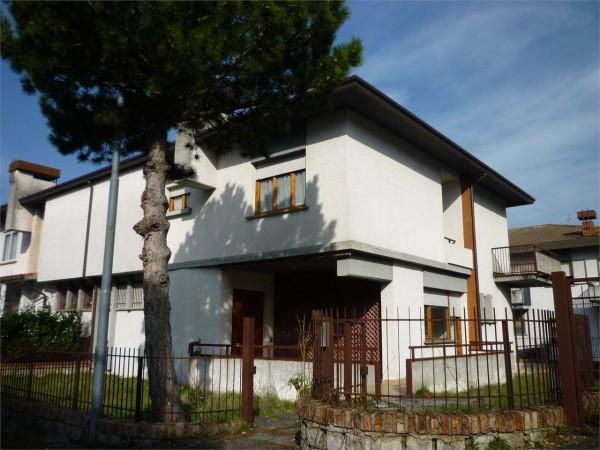 Villa in vendita a Gualdo Tadino, Con giardino, 220 mq