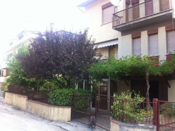 Villa in vendita a Gualdo Tadino, Con giardino, 200 mq - Foto 2
