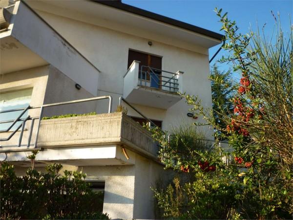 Villa in vendita a Gualdo Tadino, Con giardino, 265 mq