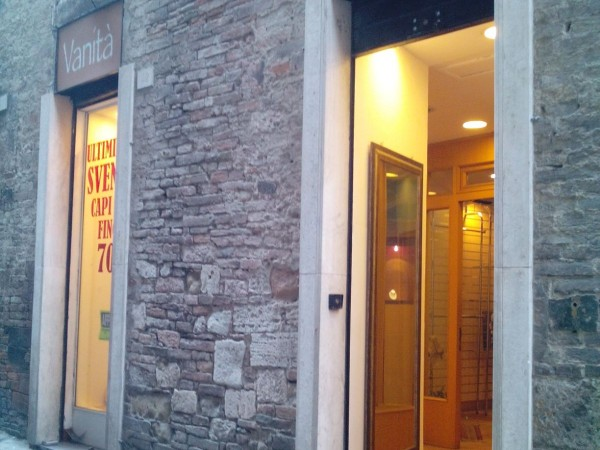 Negozio in vendita a Perugia, Centro Storico, 130 mq