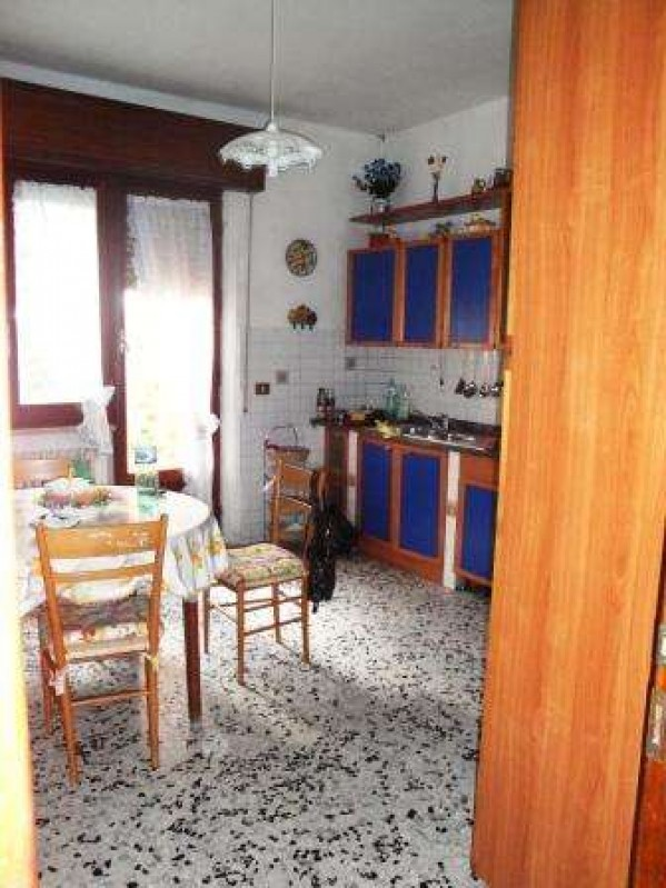 Villa in vendita a Castiglione del Lago, Con giardino, 245 mq