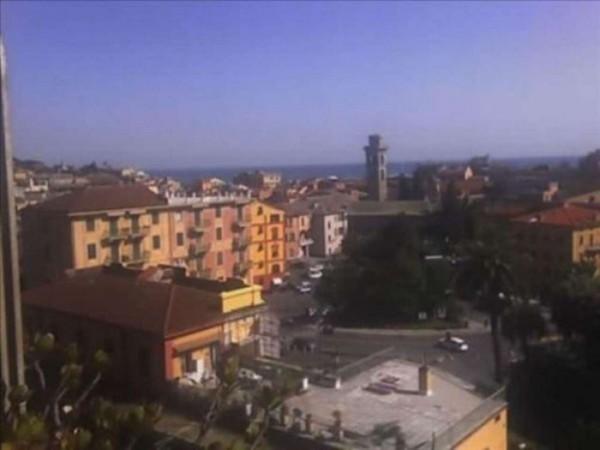 Appartamento in vendita a Rapallo, Centrale, 75 mq