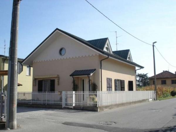 Villa in vendita a Dovera, Residenziale, Con giardino, 220 mq