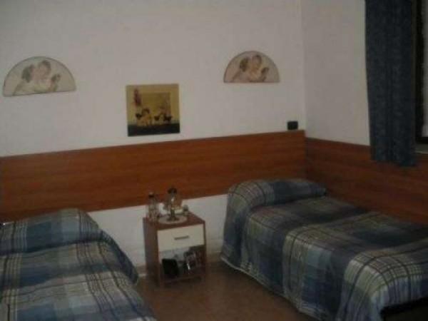 Villa in vendita a Casorezzo, Semicentro, 420 mq - Foto 2
