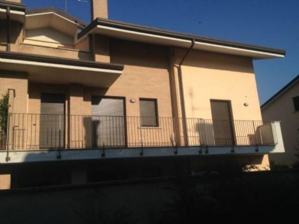 Appartamento in vendita a Vanzago, Periferica, 143 mq