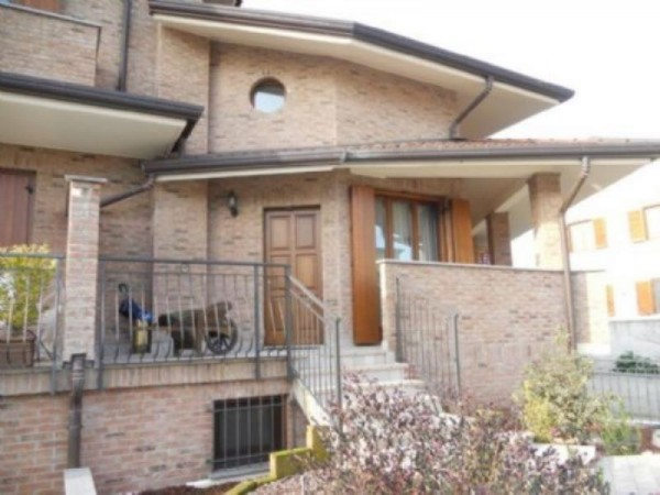 Villa in vendita a Parabiago, 280 mq