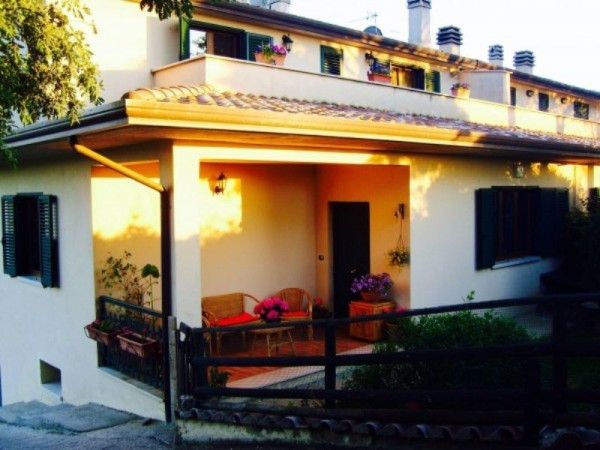 Villa in vendita a Perugia, Fratticiola Selvatica, 250 mq