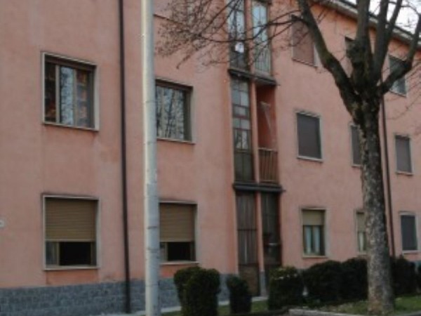 Appartamento in vendita a Caronno Pertusella, 60 mq