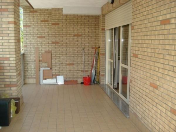 Appartamento in vendita a Caronno Pertusella, Arredato, 85 mq