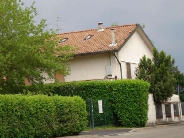 Casa indipendente in vendita a Cesate, Con giardino, 250 mq