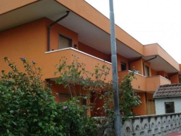 Villetta a schiera in affitto a Cesate, Con giardino, 160 mq