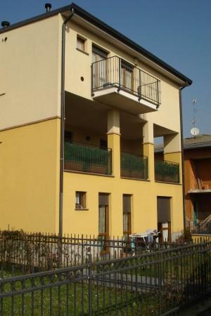 Appartamento in vendita a Cesate, Centro, Arredato, con giardino, 63 mq