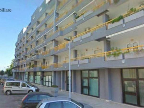 Negozio in affitto a Taranto, Residenziale, 250 mq