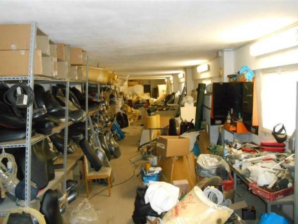 Locale Commerciale  in vendita a Genova, Alture, 435 mq - Foto 3