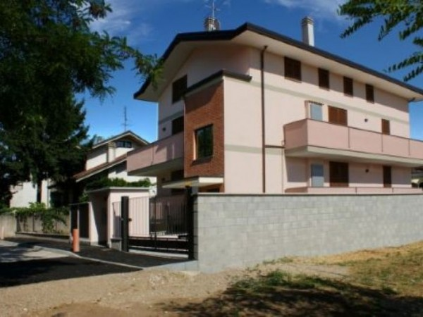 Appartamento in vendita a Dairago, 133 mq