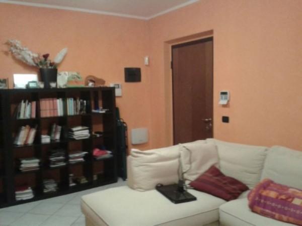 Appartamento in vendita a Borgo San Giovanni, Con giardino, 65 mq