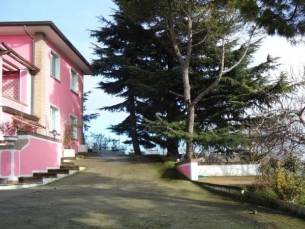 Villa in vendita a Pietra de' Giorgi, 600 mq