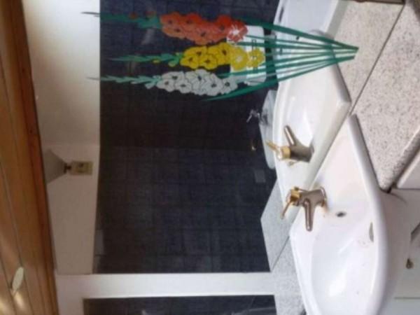 Casa indipendente in vendita a Angera, 650 mq - Foto 4