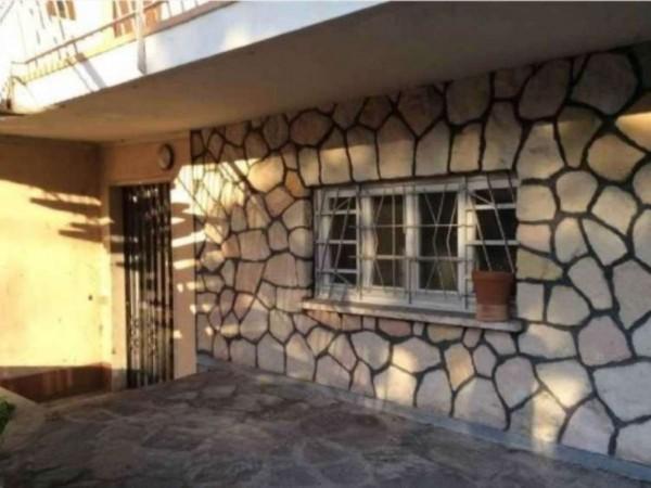 Casa indipendente in vendita a Angera, 650 mq - Foto 1