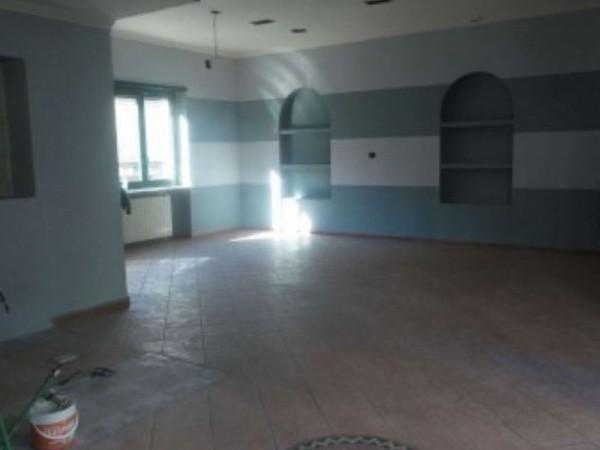 Negozio in affitto a Moncalieri, 110 mq