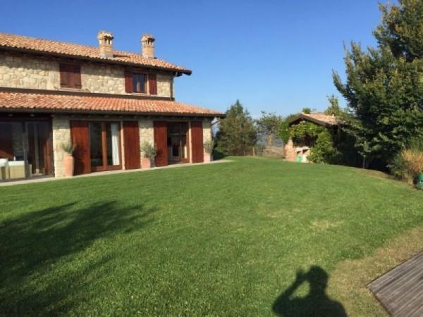 Casa indipendente in vendita a Borgo Priolo, Centro, Con giardino, 350 mq - Foto 1