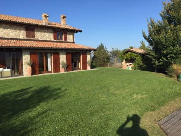 Casa indipendente in vendita a Borgo Priolo, Centro, Con giardino, 350 mq