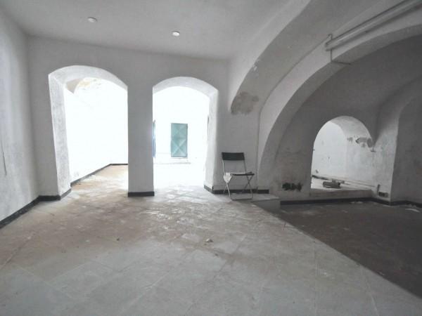 Negozio in vendita a Genova, 75 mq