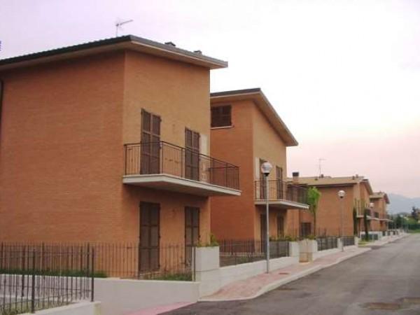 Appartamento in vendita a Perugia, Resina, Con giardino, 80 mq